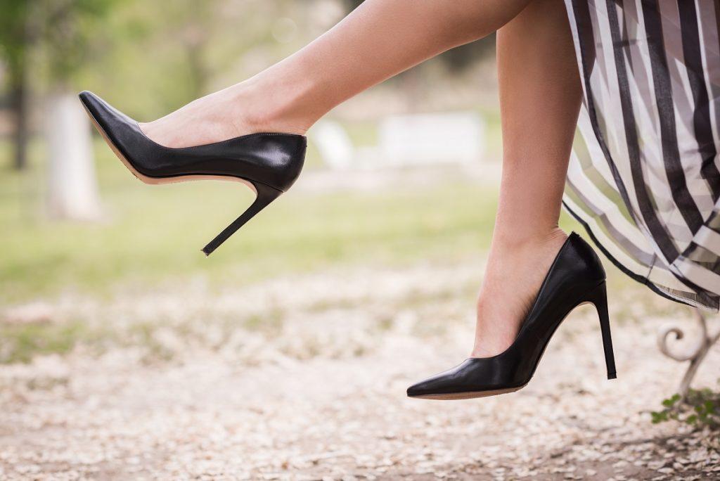 zgrabne kobiece nogi