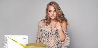 piękne jędrne piersi młoda kobieta ovashape